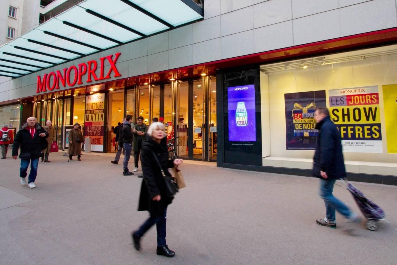 Un exemple d'affichage digital en vitrine de Monoprix